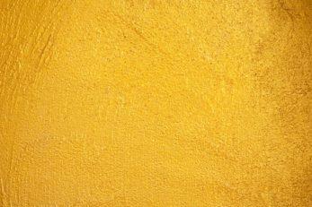Das Gelb dieser Hauswand erinnert an einen Sonnenaufgang