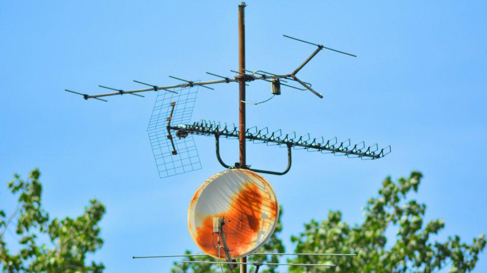 Fernsehempfang über Antenne und Schüssel