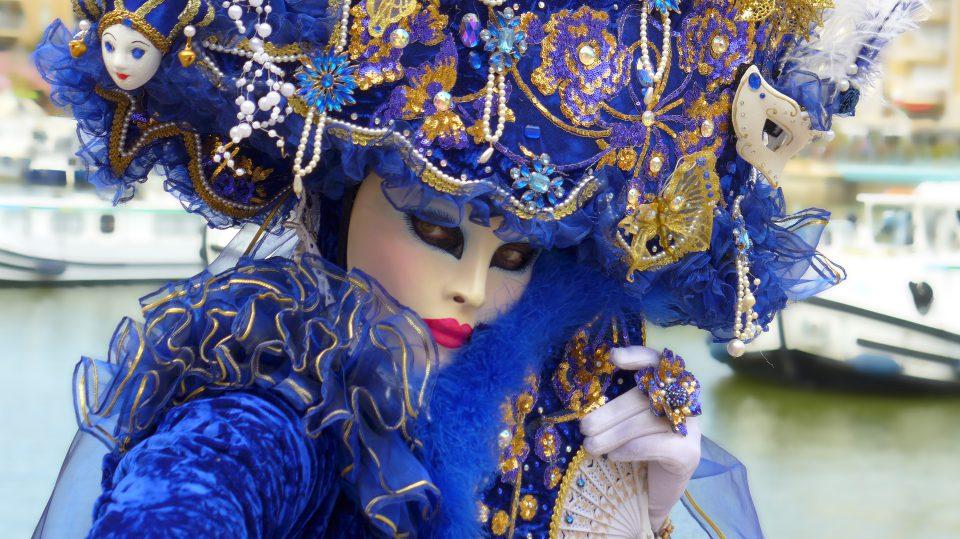 Auf dem Karneval findet man bunteste Kostüme wie dieses