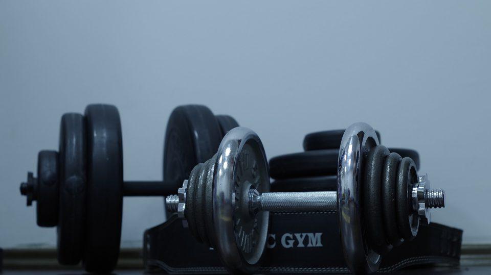 Oft hat man nach dem Besuch des Fitnessstudios Muskelkater