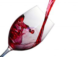 Das richtige Weinglas für Rotwein bietet eine große Oberfläche für den Wein