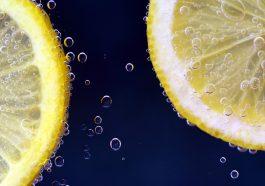 Frische Zitronen sind mit die beste Vitamin C Quelle, die in freier Natur vorkommt