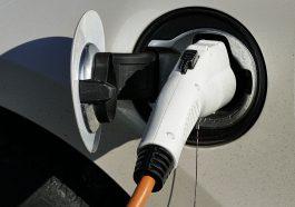 Auch Autos die mit Elektromobilität fahren müssen getankt werden.