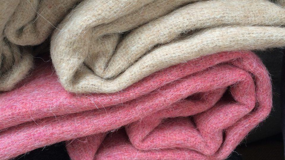 Eine Wolldecke hält uns besonders warm