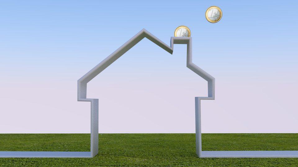 Wer sein Haus zu einem Energiesparhaus umrüstet, kann Bares sparen