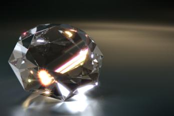 Der richtige Schliff sorgt für glitzernde Juwelen und Diamanten aller Art