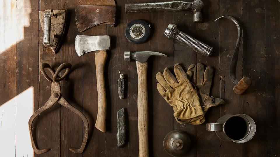 In der Regel braucht man nur wenige Werkzeuge fürs Möbel selber bauen