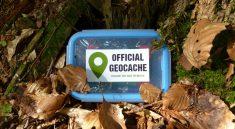 Ein klassisches Geocaching Versteck inmitten der Natur