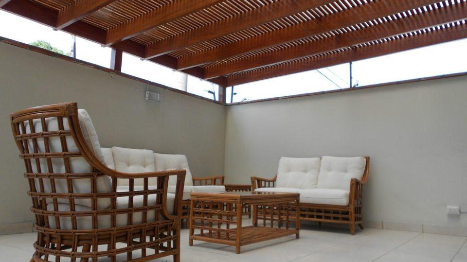 Eine Terrassenüberdachung aus Holz