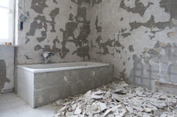 Schimmelhemmende Baustoffe kommen vor allem im Bad zum Einsatz